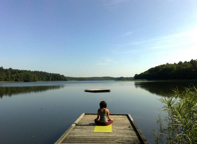 Yoga auf Steg